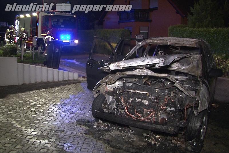 Oberkaina: In letzter Sekunde - Mann schiebt brennendes Auto aus