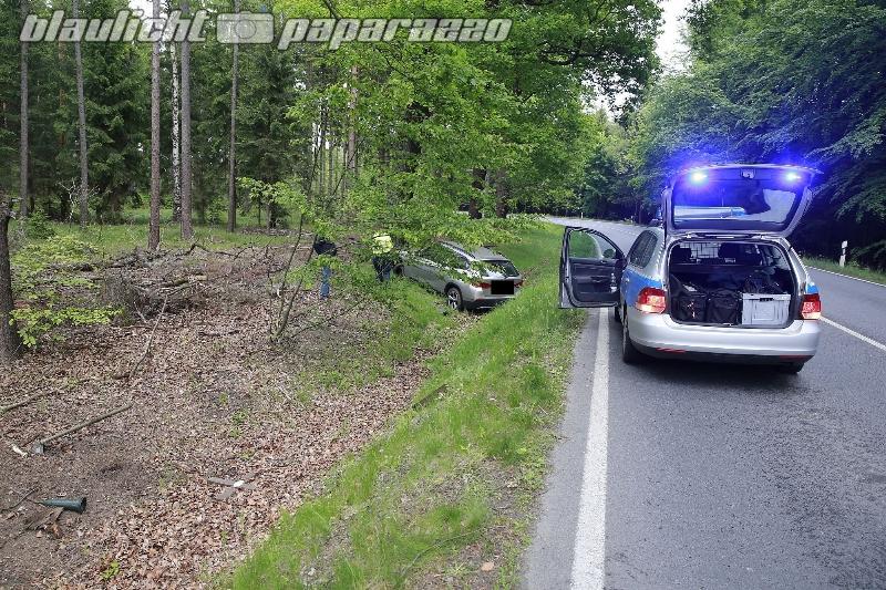 Radeberg: BMW walzt bei Unfall Kreuze nieder