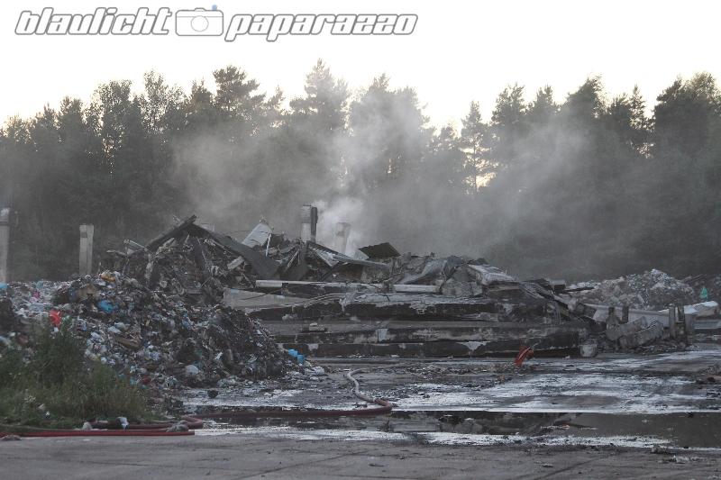 Droben: Brennende Lagerhalle ist abgerissen