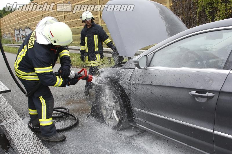 Hermsdorf: VW gerät auf A4 in Brand