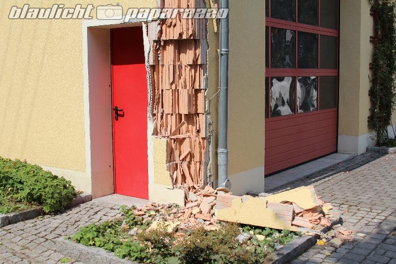 Hochkirch: Laster fährt gegen Feuerwehr und flieht