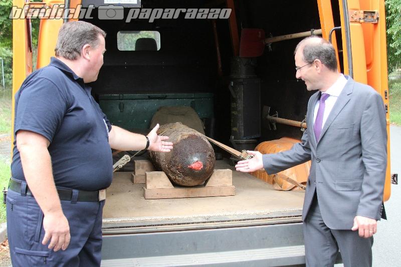 Innenminister Ulbig besucht Kampfmittelbeseitigungsdienst