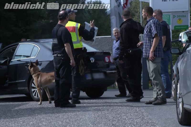 Aschenbrödel flüchtet vor Polizei