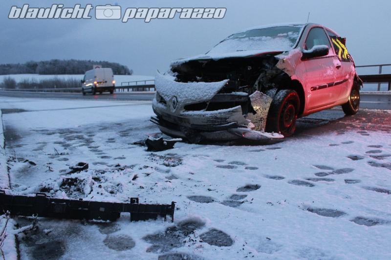 Unfall im Schneetreiben auf A4