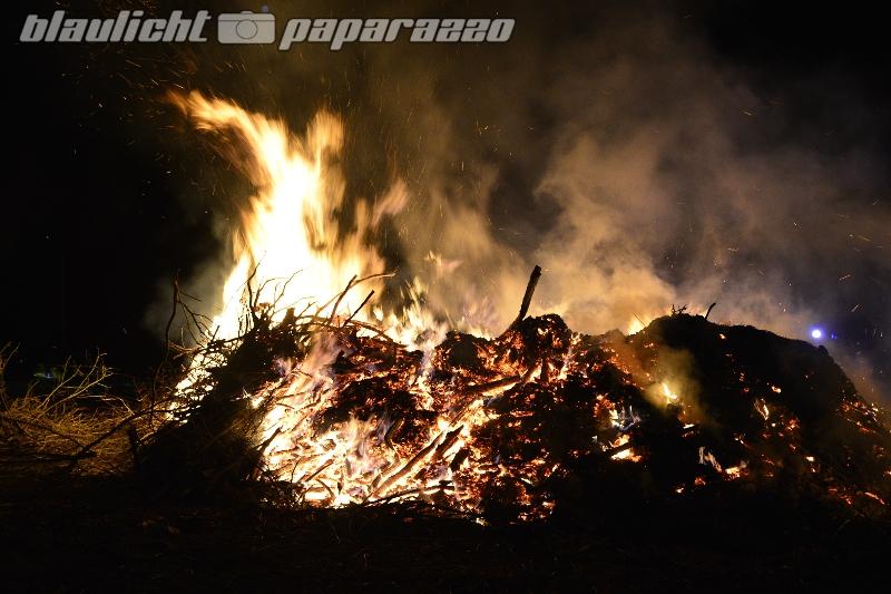 Hexenhaufen brennt in Schiedel
