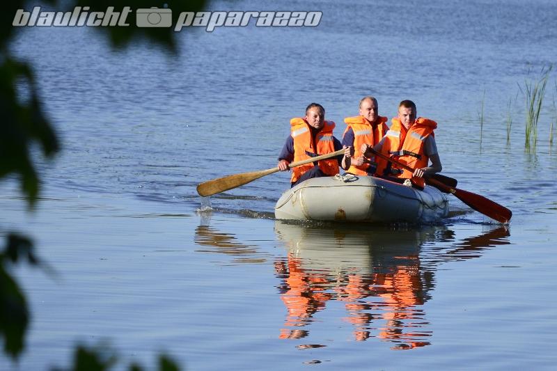 Feuerwehr sucht mit Booten nach vermisster Rentnerin