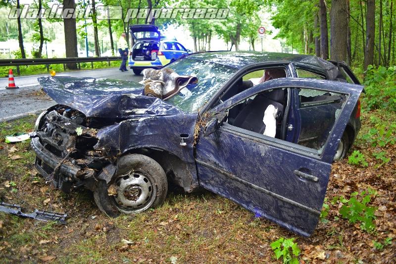 Auto kracht bei Königswartha gegen Baum