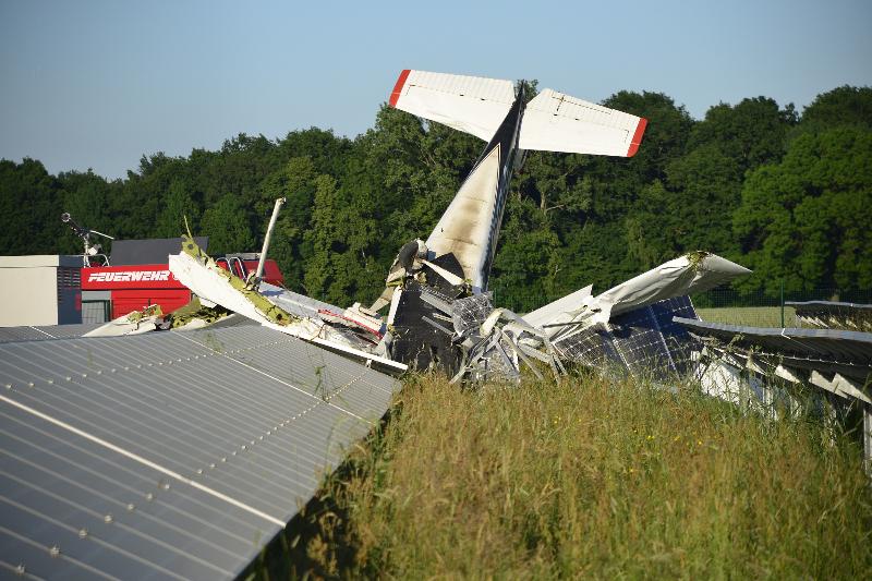 Kamenz: Flugzeug abgestürzt und in Solarfeld gekracht
