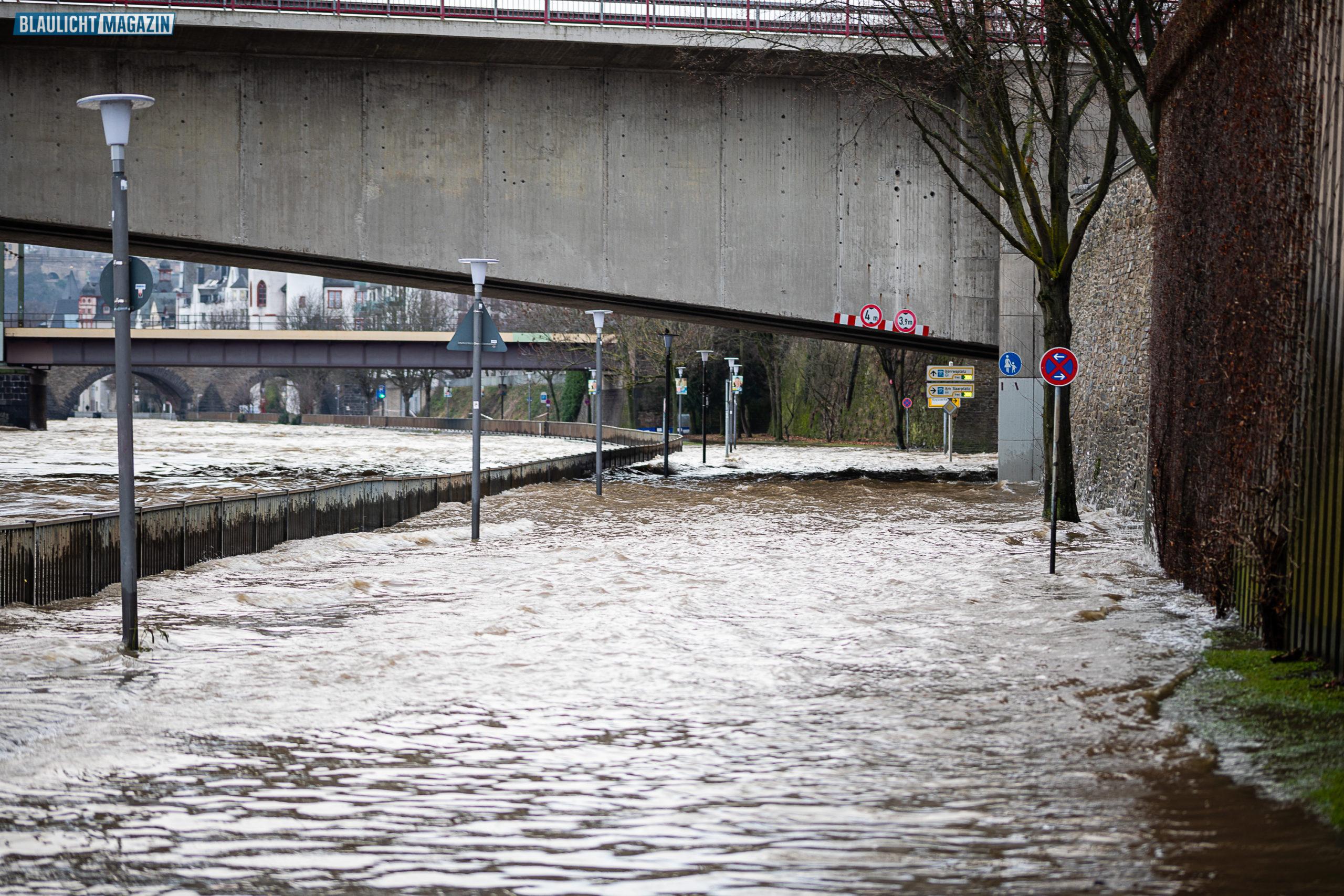 Hochwasserlage-an-Rhein-und-Mosel-in-Koblenz