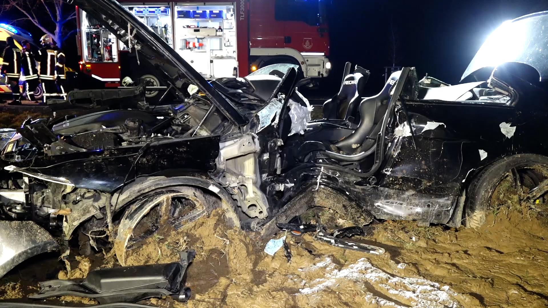 Schwerer-Unfall-mit-Sportwagen-bei-Panschwitz-Kuckau
