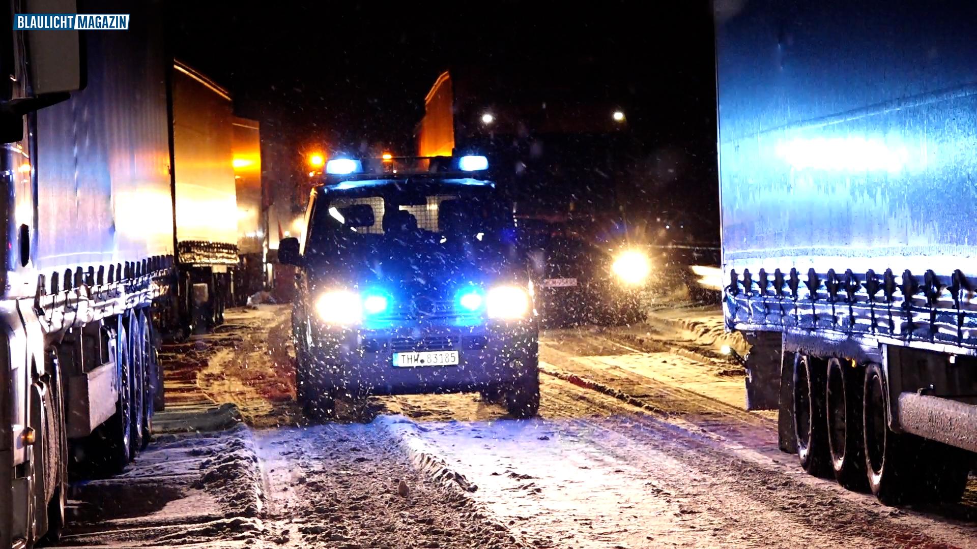 A4-wegen-Schneef-llen-komplett-blockiert