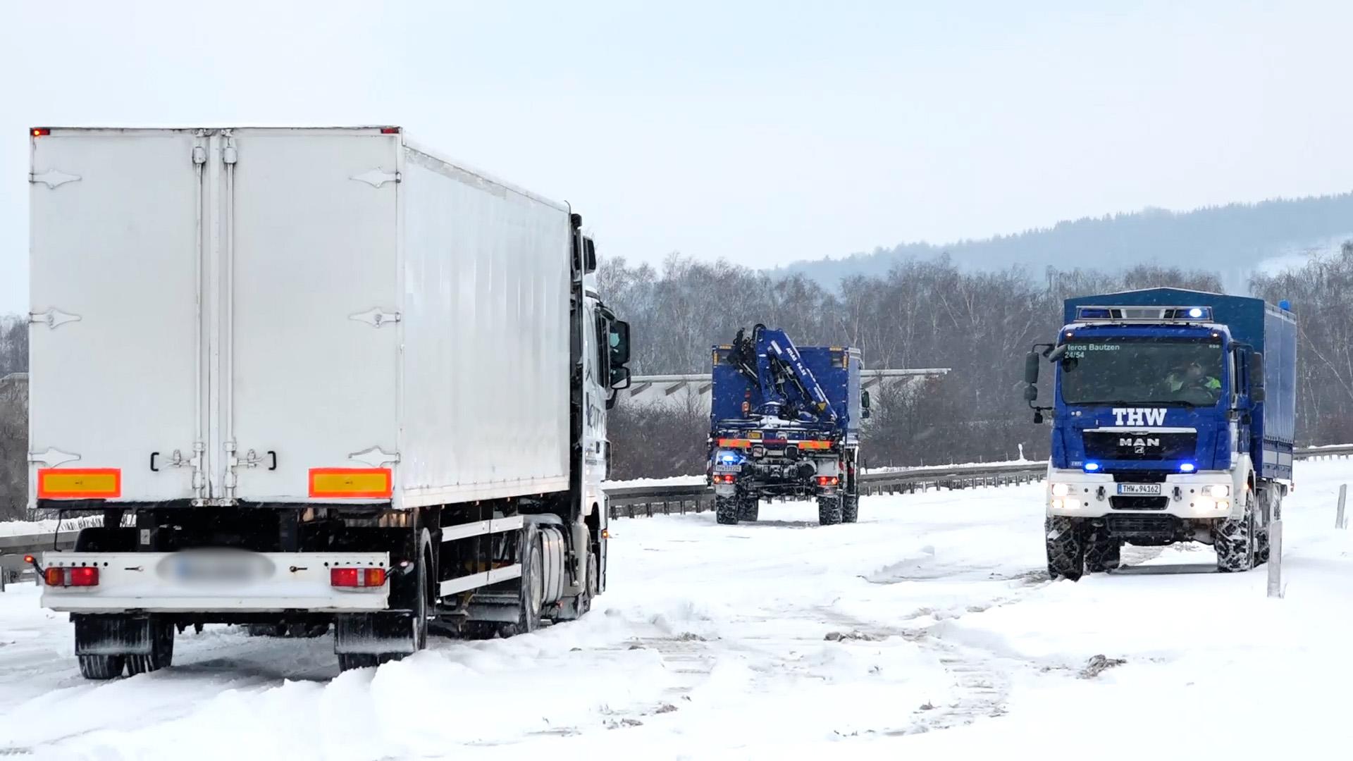 THW-bei-Autobahneinsatz-auf-der-A4-verunfallt