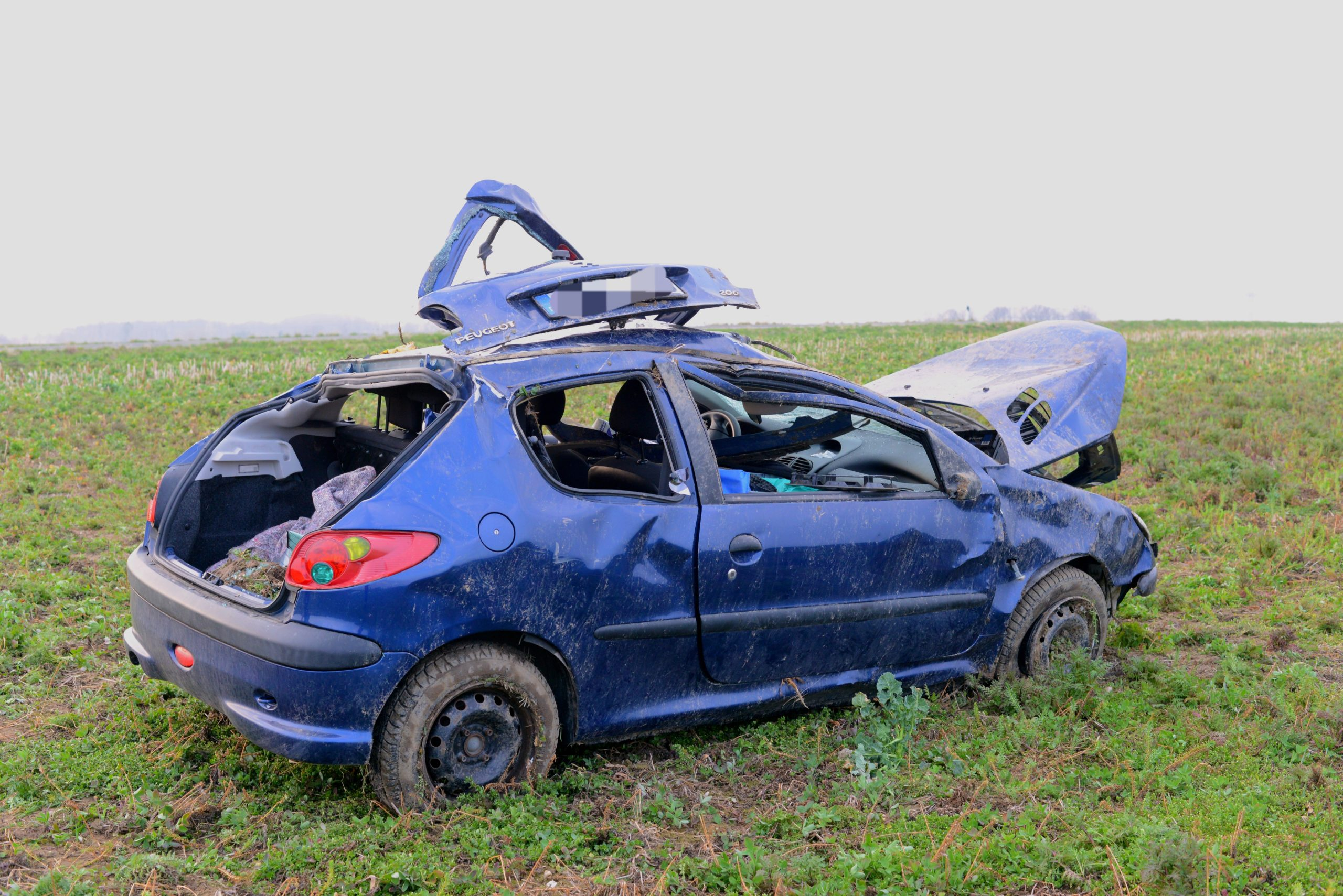 Radibor-Fahrzeug-berschl-gt-sich-mehrfach